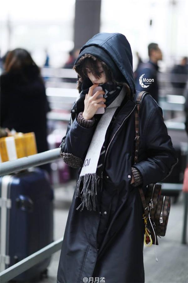 Trịnh Sảng xuất hiện tại sân bay Thượng Hải vào ngày 12/1 vừa qua.