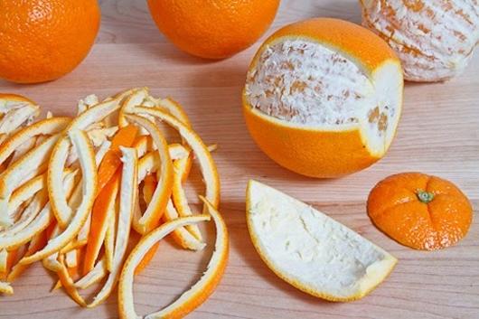 Các hoạt chất có trong vỏ chuối hoặc vỏ cam có thể tẩy sạch các vết bám trên răng.