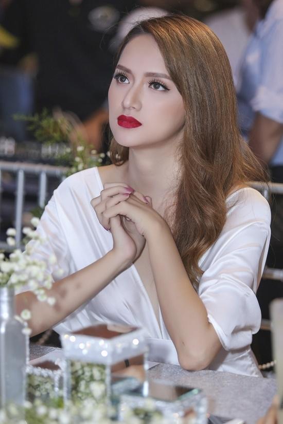 Tuy có nhiều phản hồi khác nhau về hình ảnh của mình nhưng Hương Giang Idol đang khẳng định một lối đi riêng biệt tại làng giải trí, đánh dấu những bước chuyển và làm mới mình để không gây nhàm chán trước công chúng.