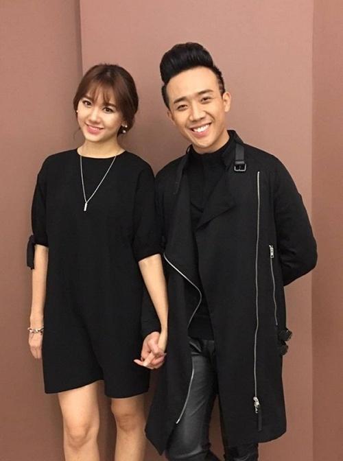 Trang phục của Hari Won và Trấn Thành tại một sự kiện trùng khớp với hình ảnh trong quán karaoke. - Tin sao Viet - Tin tuc sao Viet - Scandal sao Viet - Tin tuc cua Sao - Tin cua Sao