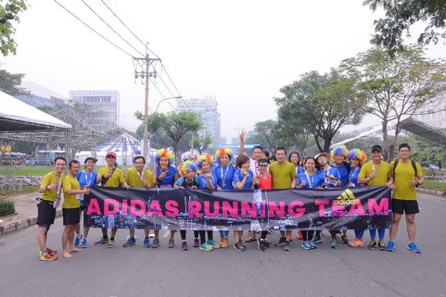Đội hình chạy của team gồm những người trẻ đam mê chạy bộ.
