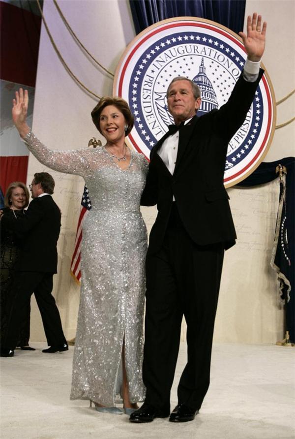 Hoặc thậm chí là từ chính phu nhânLaura Bushcủa Tổng thống Mĩ đời thứ 43.