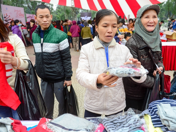 Ấm lòng chợ Tết 0 đồng cho người nghèo giữa Thủ đô