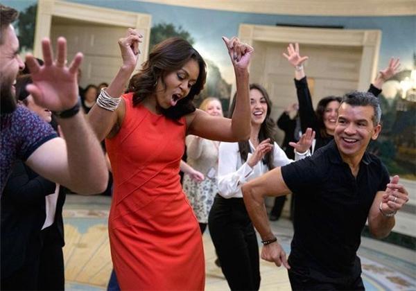 Thoải mái nhảy múa cùngcác sinh viên trong một sự kiện được tổ chức tại Nhà Trắng ngày 16/11/2015.
