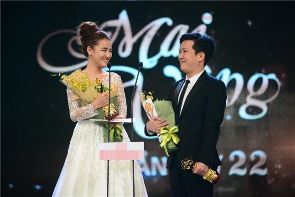 Trường Giang và người yêu - diễn viên Nhã Phương đoạt giải Nam -Nữ Diễn viên điện ảnh và truyền hình được yêu thích nhất. - Tin sao Viet - Tin tuc sao Viet - Scandal sao Viet - Tin tuc cua Sao - Tin cua Sao