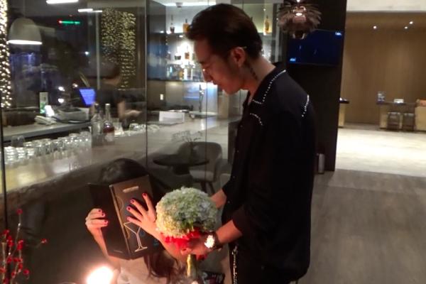 OnlyC gây bất ngờ cho vợ khi kỷ niệm ngày cưới lúc nửa đêm - Tin sao Viet - Tin tuc sao Viet - Scandal sao Viet - Tin tuc cua Sao - Tin cua Sao