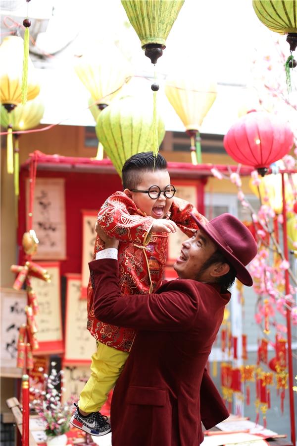 Khoảnh khắc vui nhộn của Lê Bảo Trung và Kutin.