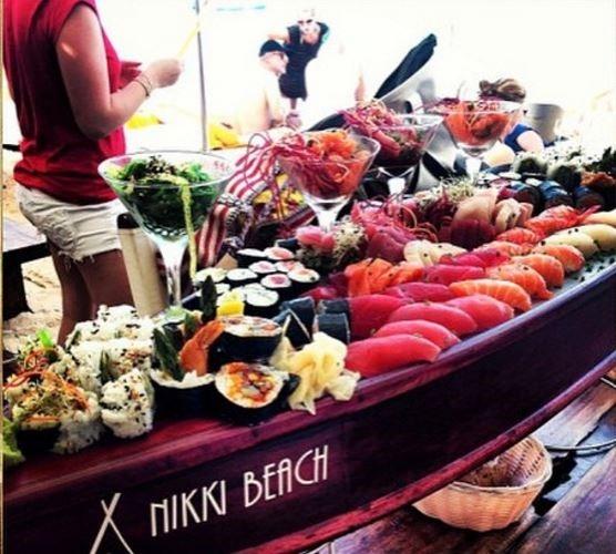 Hội con nhà giàu Châu Á luôn có nhiều cách thức nghỉ lễ đặc biệt với những bữa tiệc tùng linh đình và những món ăn tuyệt hảo.