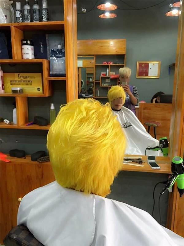 """Hai anh chàng lựa chọn màu vàng """"hoa mai"""" để thay đổi diện mạo.(Ảnh: Internet)"""