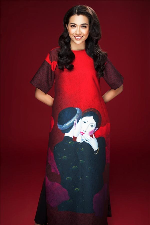Với tình yêu, nguồn cảm hứng đến từ tranh sơn dầu của họa sĩ Nguyễn Khắc Chinh, Adrian Anh Tuấn đã mang đến những tác phẩm nghệ thuật thực thụ kết hợp tinh tế với vải vóc, kĩ thuật cắt may, dựng phom tinh tế.
