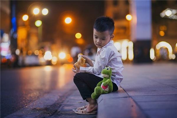 Sự thật bất ngờ về cậu bé đánh giày đang