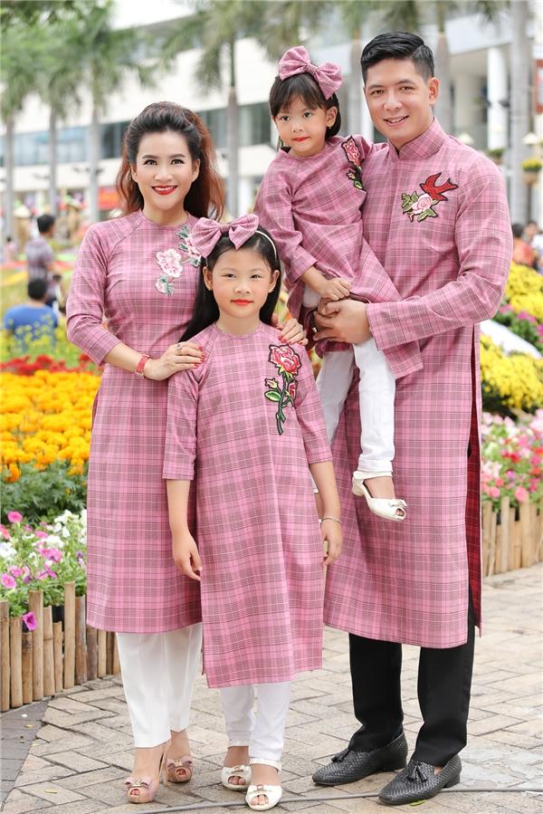Nếu như An Nhiên (con gái lớn của Bình Minh) tự tin, dạn dĩ trước ống kính thì An Như (cô em) lại có phần rụt rè.