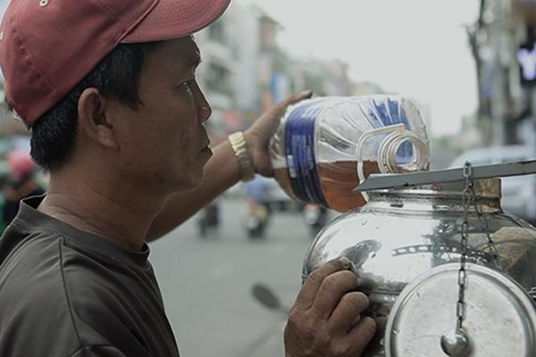 """ChúĐỗ VănÚt - """"Ông tiên"""" tại con hẻm từ thiện 96 PhanĐình Phùng, quận Phú Nhuận, TP.HCM."""
