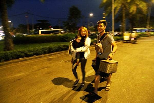 Nhiều người phải chạy bộ vào bến vì đã trễ giờ xe chạy.(Ảnh: Internet)