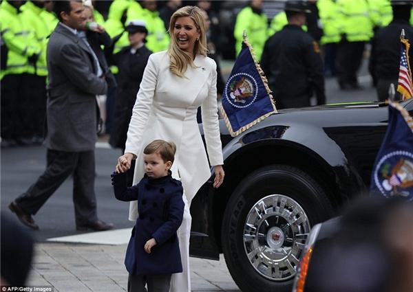 Không chỉ con mà các cháu nhà Trump cũng khiến dân mạng sốt xình xịch