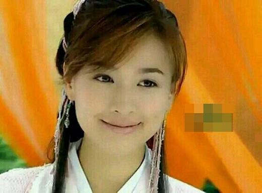 Trương Đình cũng từng khiến nhiều người say mê trước một Dương Bài Phong xinh đẹp, mạnh mẽ lại có nụ cười hết sức dịu dàng trong phim Hoả soái.