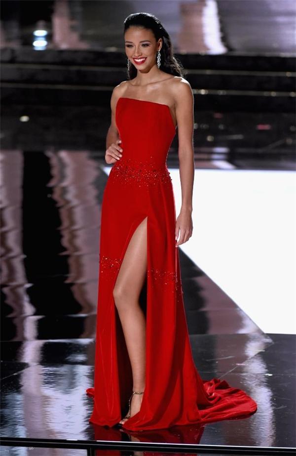 Năm 2015, đại diện Pháp cũng xuất sắc dừng chân ở top 5 chung cuộc tại Miss Universe.