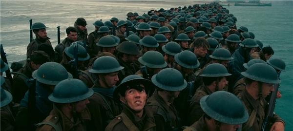Dunkirk dođạo diễn tài năng Christopher Nolan chỉ đạo.