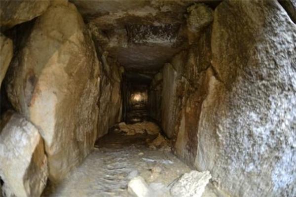 Bên trong đường hầm dưới mộ vua Pakal.