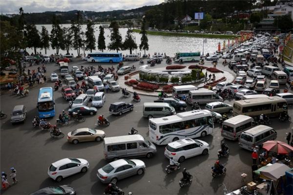 Giao thông tắc nghẽn nhiều giờ trên tuyến đường chính. (Ảnh: Internet)