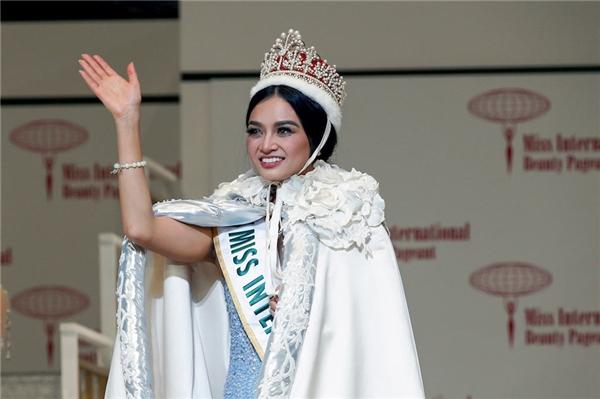 Kylie Verzosa - Hoa hậu Quốc tế 2016: 7 điểm