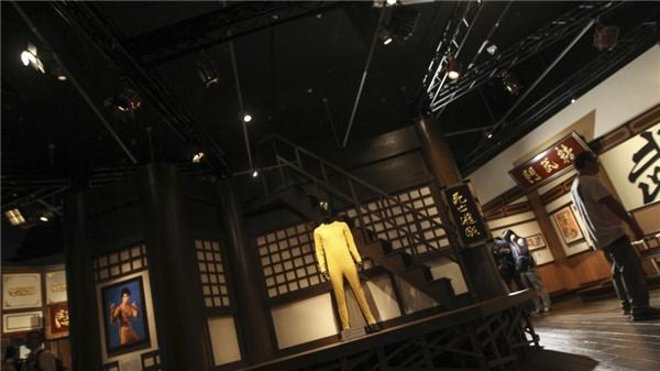 Bộ trang phục Lý đã mặc hiện đang được trưng bày tại Hồng Kông.