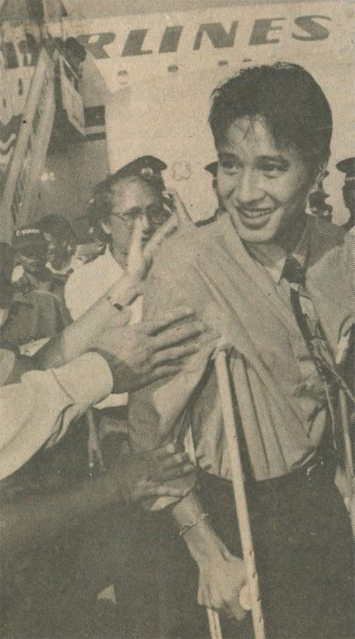Hồng Sơn và chiếc nạng tại Tiger Cup 1996. Ở giải đấu đó, Hồng Sơn bị chấn thương và anh bước lên mục nhận giải HCĐ cùng đồng đội với chiếc nạng bên mình.