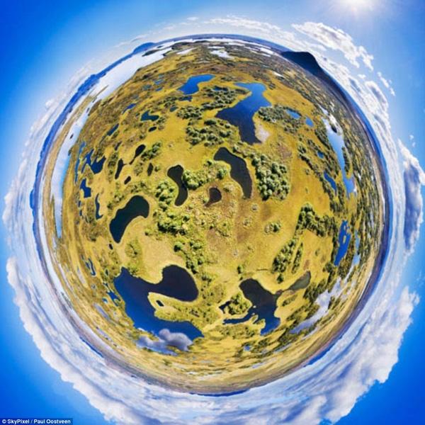 Giải nhì hạng mục ảnh 360 thuộc về tác giả Paul Oostveen với bức hình chụp Hidden Lakes, Iceland.