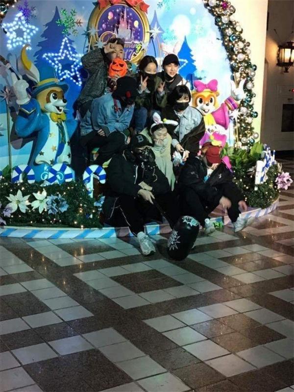 Mặc tin đồn hẹn hò, G-Dragon và Sulli vẫn vô tư đi chơi cùng nhau