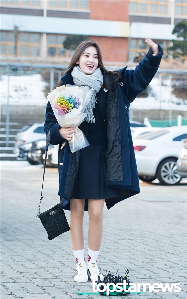 Somi không giấu được niềm vui tại lễ tốt nghiệp