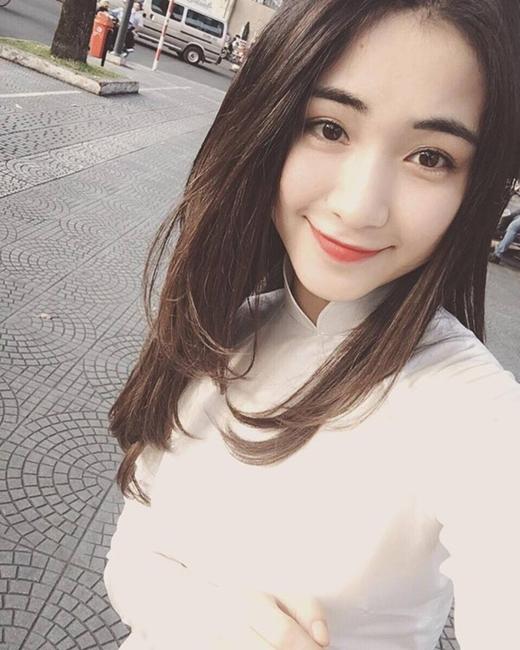 Gương mặt sáng cùng với giọng hát tốt là tiền đề để cô ngày càng phát triển hơn trong sự nghiệp ca hát của mình.