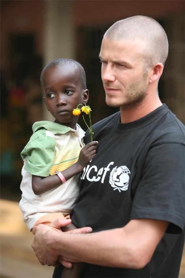 David trong chuyến viếng thăm thị trấn Makeni ở Sierra Leone năm 2008 và chuyến đi này được cho là cũng chỉ là một trong những nỗ lực của anh nhằm mục đích phong tước.