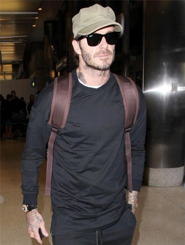 Hình ảnh mới nhất của David Beckham tại sân bay Los Angeles, trước khi danh tiếng của anh gần như bị hủy hoại bởi loạt email này.