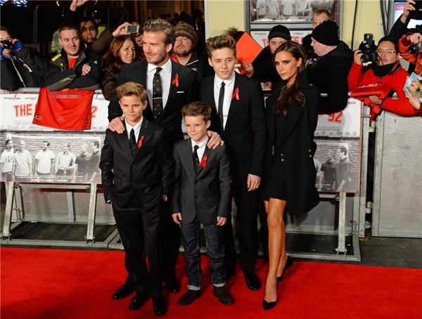 Gia đình Beckham hiện đang sở hữu tổng tài sản lên đến 500 triệu bảng Anh (hơn 14.100 tỉ đồng) và tương đương với tài sản của Nữ hoàng nhờ công việc kinh doanh, thời trang và giải trí của mình.