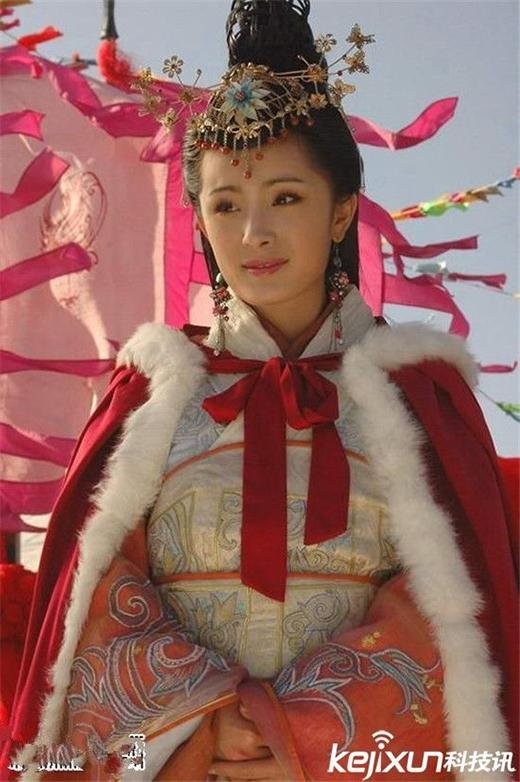 Sau thành công của vai diễn Quách Tương, Dương Mịch tiếp tục gây thương nhớ trong vai diễn nàng Vương Chiêu Quân - một trong tứ đại mỹ nhân của Trung Quốc trong phim Truyền Kỳ Vương Chiêu Quân.