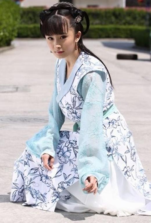 Vai diễn Linh Lung trong Thần thám Địch Nhân Kiệt là một trong những vai phản diện hiếm hoi của Dương Mịch trên màn ảnh Hoa ngữ.