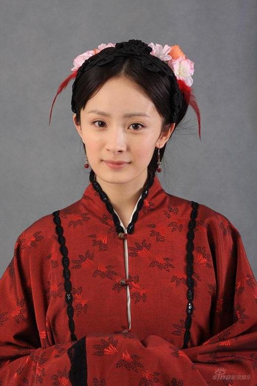 """11. Khi vào vai diễn nàng Tình Văn của Hồng Lâu Mộng, Dương Mịch đã lay động biết bao trái tim yêu cái đẹp của nhiều khán giả trước tạo hình người đẹp """"tựa trong tranhbước ra"""" của mình."""