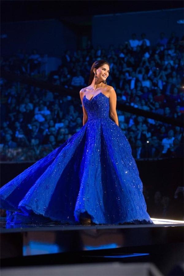 Bộ sưu tập váy áo màu xanh đẹp lung linh của Miss Universe 2015
