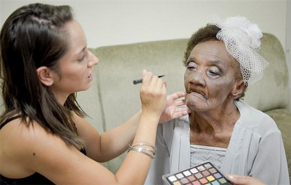 Cụ bà gây sốt khi đính hôn ở tuổi 106 với