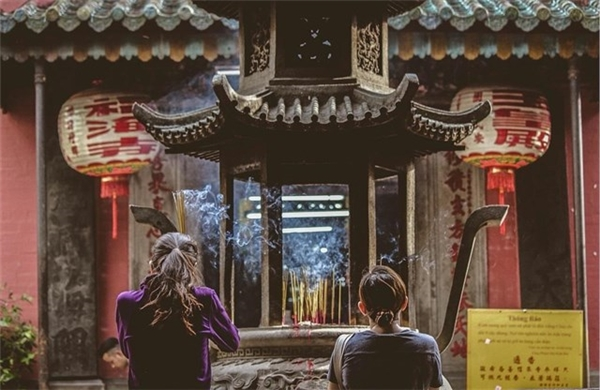 Chùa Ngọc Hoàng là một trong những nơi thu hút người đến cầu duyên, cầu con nổi tiếng nhất Sài Gòn. (Ảnh: Instagram/stefanistic)