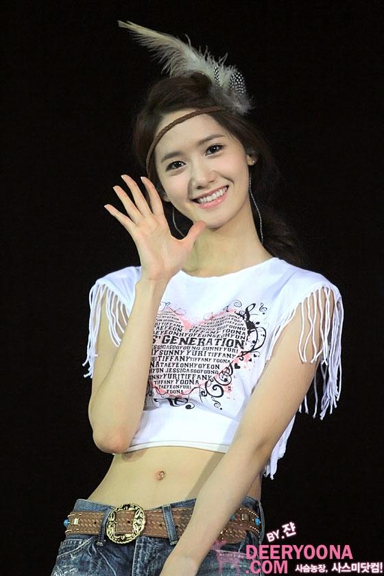 Nụ cười rạng rỡ luôn đi kèm với Yoona qua mọi hành trình của sự nghiệp.