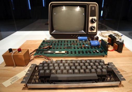 """Cuốn sách """"Phụnữ và Máy tính"""" xuất bản năm 1996 nói rằng phụ nữ mắc chứng sợ máy tính."""
