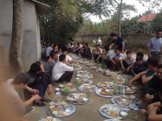 Đây được cho là một lễ cúng theo phong tục của Lạng Sơn. Ảnh: Tùng Nguyên.