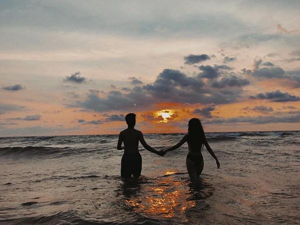 Quỳnh Anh Shyn khoe ảnh nắm tay tình tứ cùng tình mới trong chuyến lịch gần đây tại Phú Quốc. - Tin sao Viet - Tin tuc sao Viet - Scandal sao Viet - Tin tuc cua Sao - Tin cua Sao