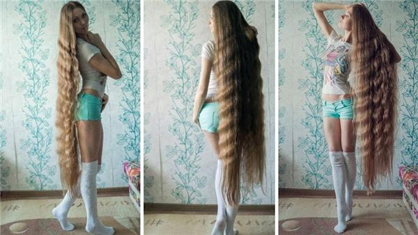 Gái đẹp, bụng phẳng, chân dài tóc dài thế này thì ai mà không lẽo đẽo đi theo cho được.