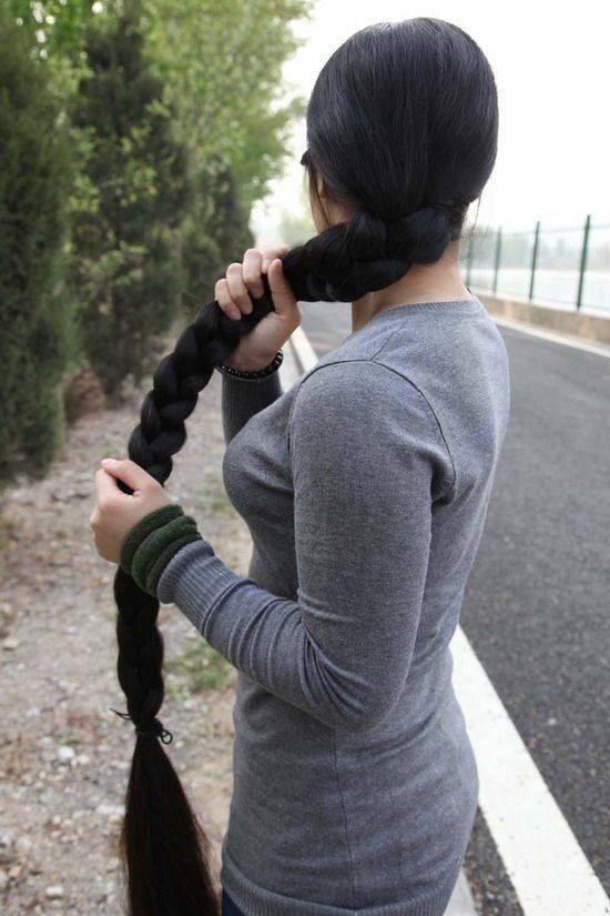 Chắc chắn các bạn gái ai cũng từng có thời mơ ước để tóc dài rồi tết lại thế này, đúng không?