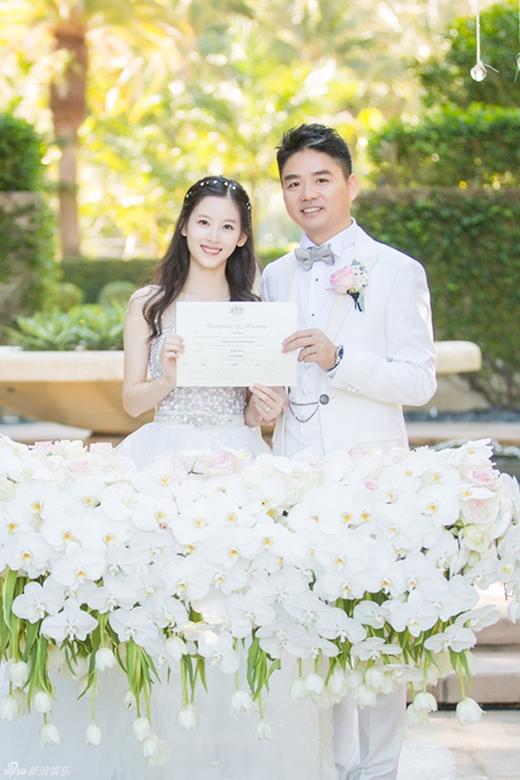 Cô hạnh phúc kết hôn cùng người chồng đại gia hơn cô 19 tuổi - Lưu Cường Đông.