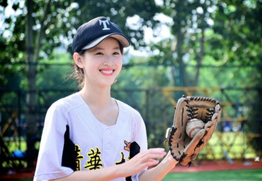 Tuy có chồng đại gia nhưng bản thân Trạch Thiên cũnglà một cô gái xuất sắc.
