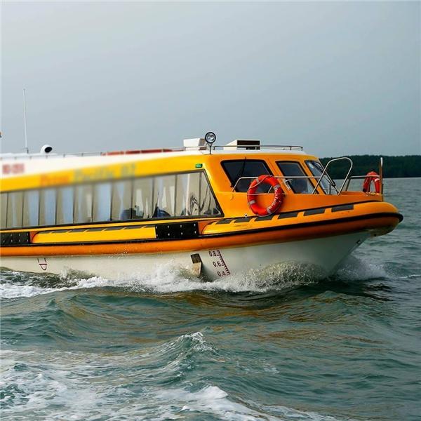 Tàu đi rất êm nên không sợ say sóng. (Ảnh: Internet)