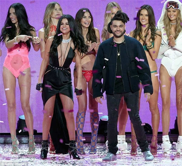 Selena vừa công khai hẹn hò The Weeknd cách đây không lâu.